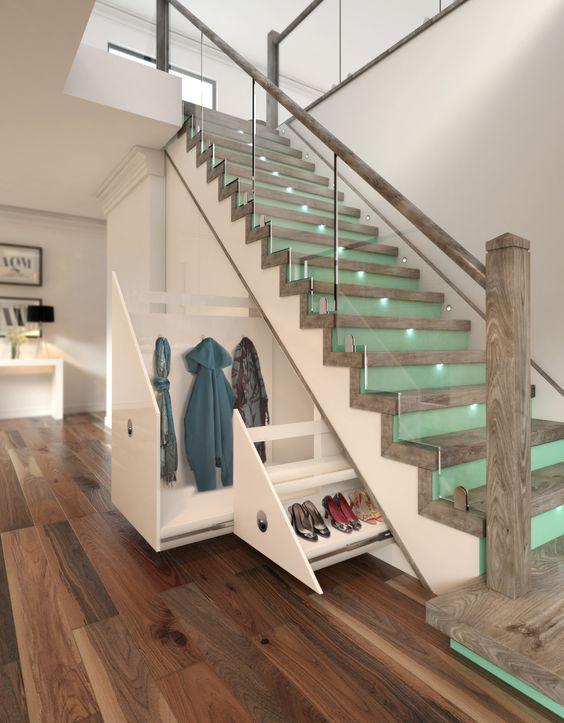 шафа під сходами