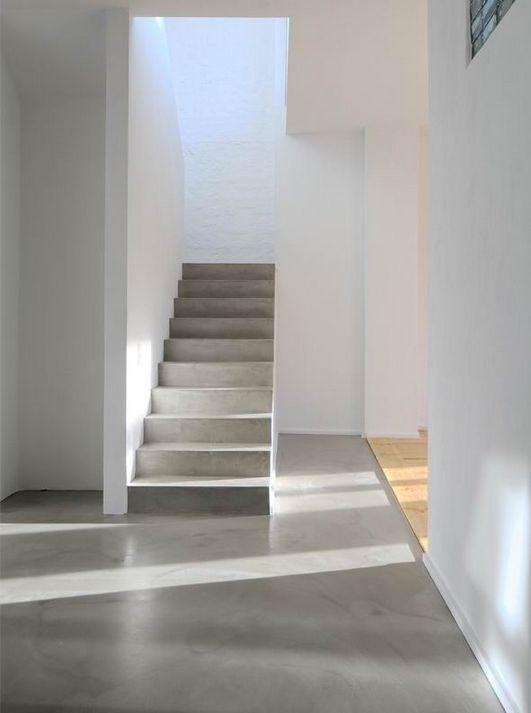 бетонная лестница голый бетон