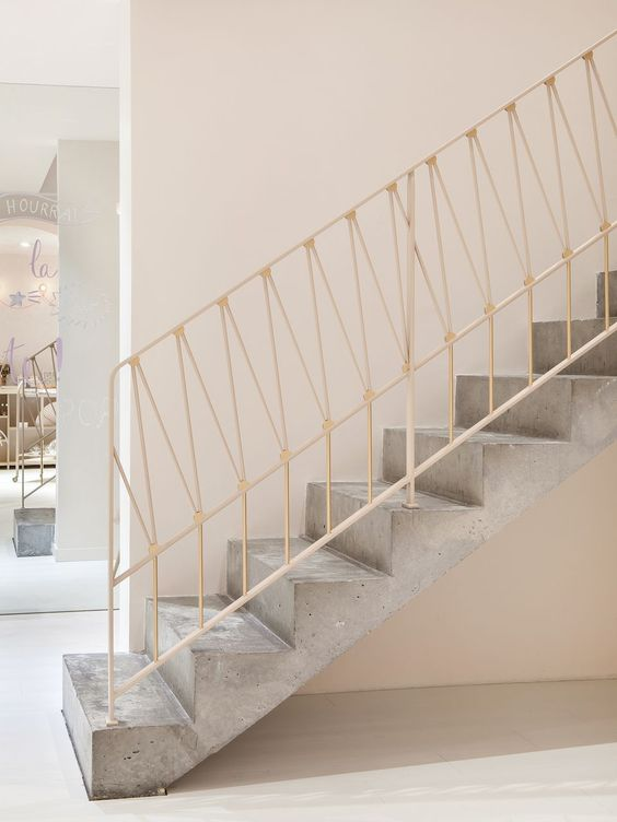 лестница голый бетон 2