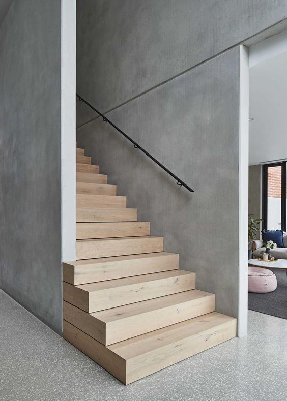 бетонні сходи з обробкою ламінатом