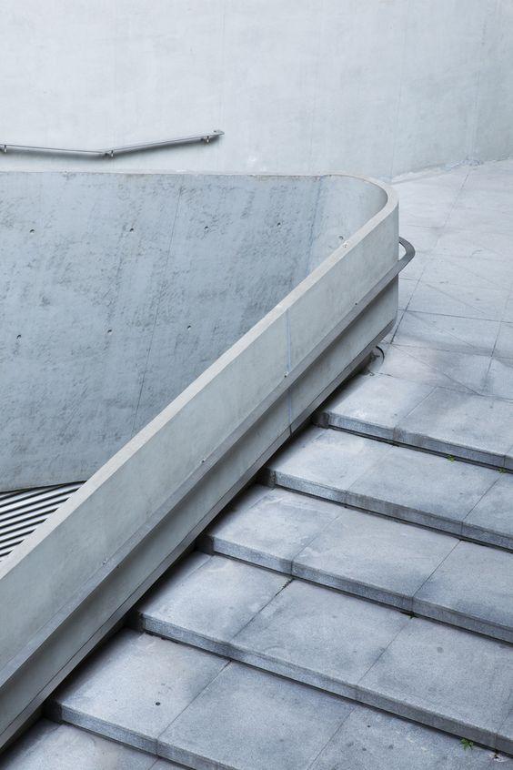 бетонная лестница с клинкерными ступенями