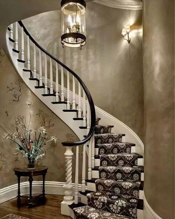 бетонная лестница с мягким покрытием